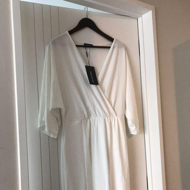 PRETTY LITTLE THING - Archer Cream Cape Maxi Dress