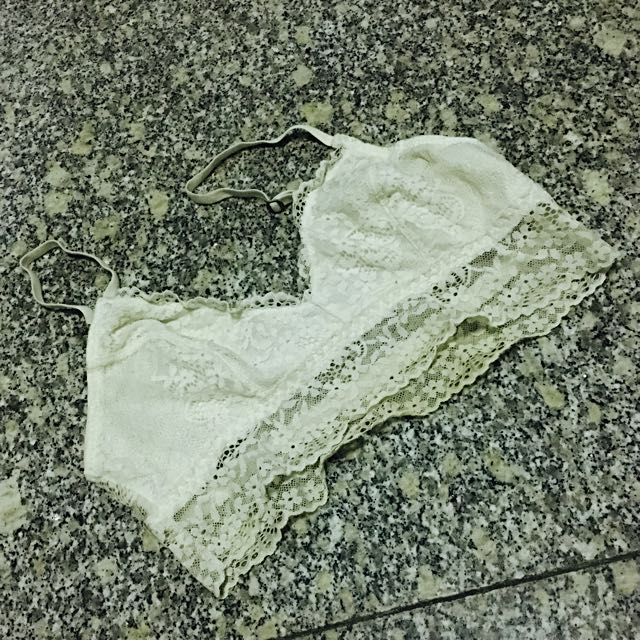 273d7b370e BN Authentic Abercrombie   Fitch Gilly Hicks White Bralette