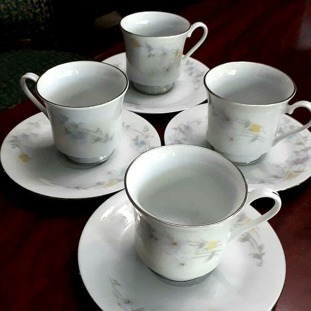 Ceramics Set Of 4 Teacups And Saucer