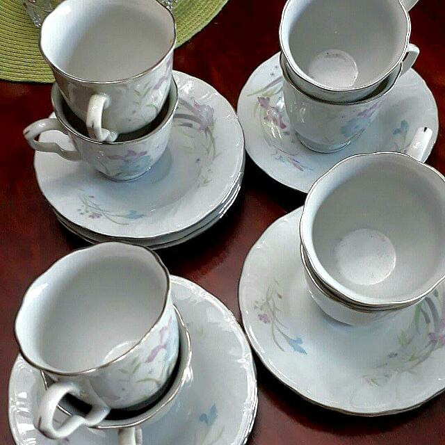 Ceramics Set Of 8 Teacups And Saucer