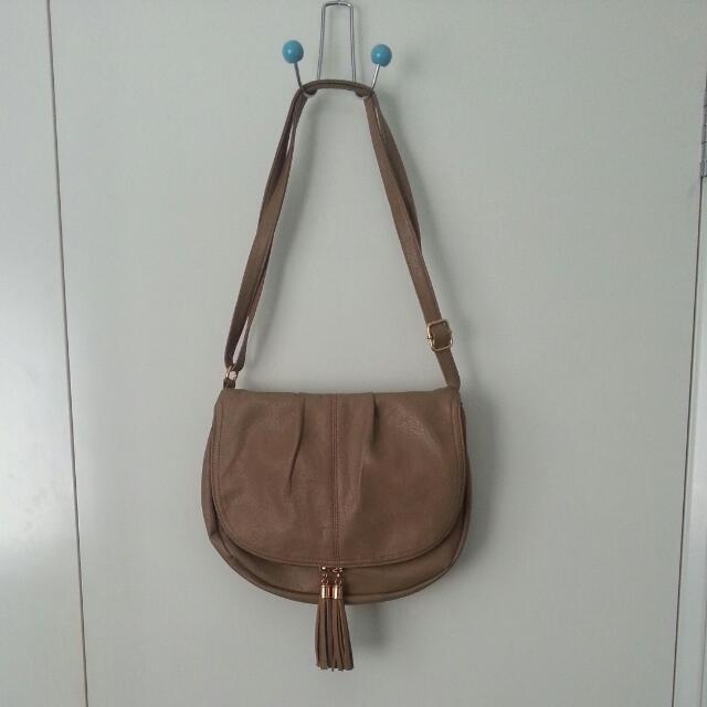 Brand-New Bag with Lots of Pockets
