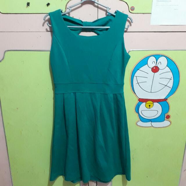 green dress (belakang bolong)