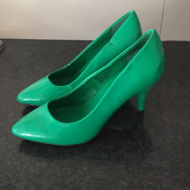 Ladies size 6 green heels
