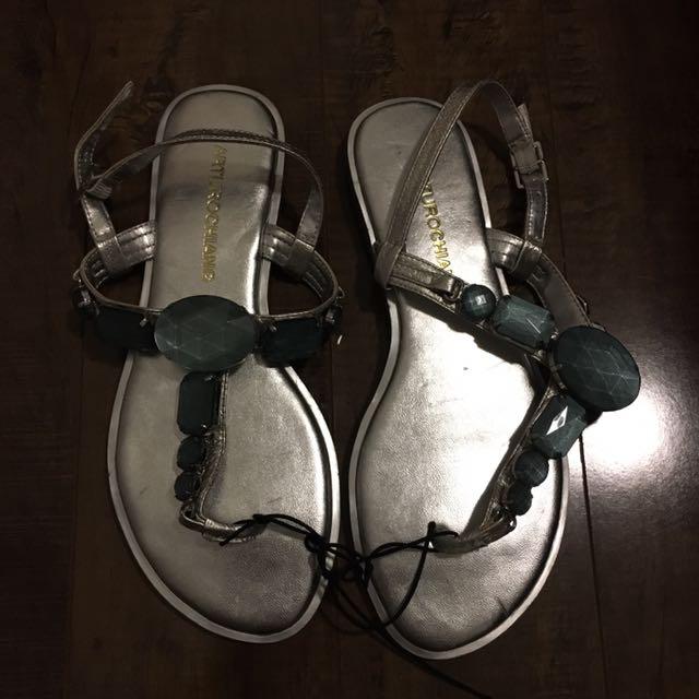 NEW 6 Arturo Chiang Thong Sandals