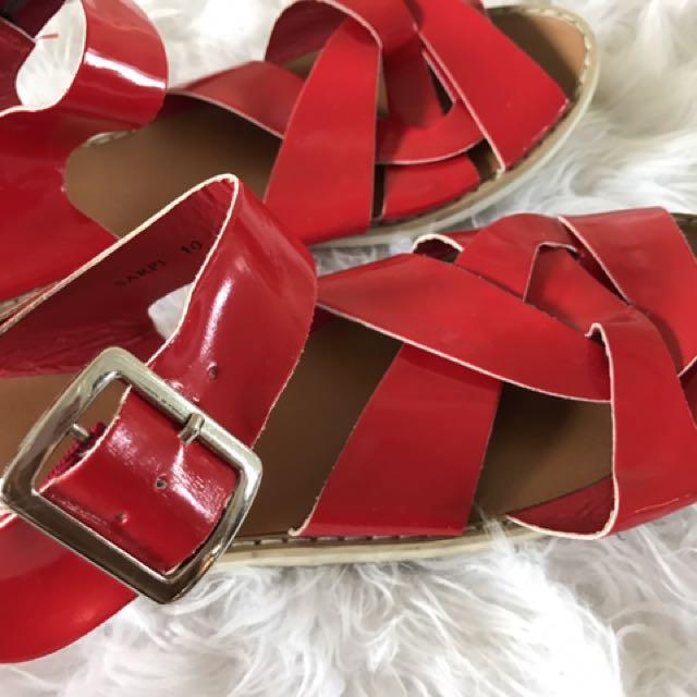 Novo Red Sandles