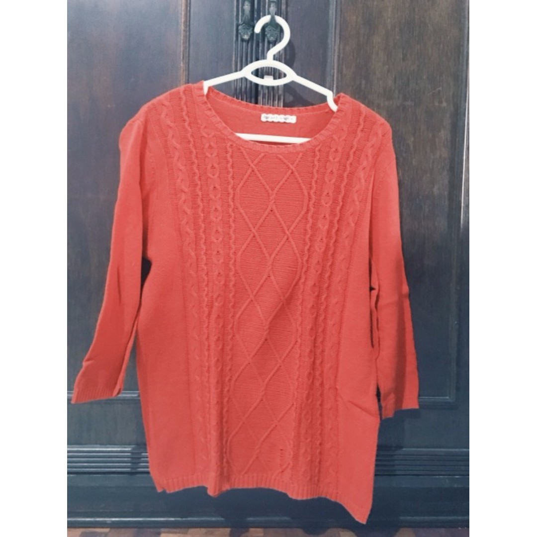 Red Pullover Size L Php 300