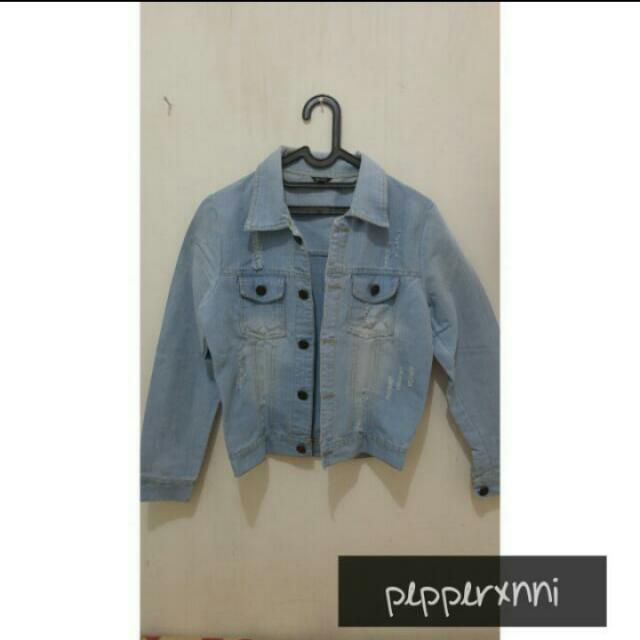 Outer ripped denim jacket