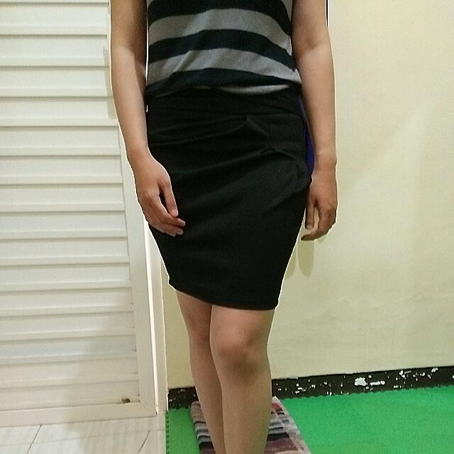 Rok Mini Hitam Pensil