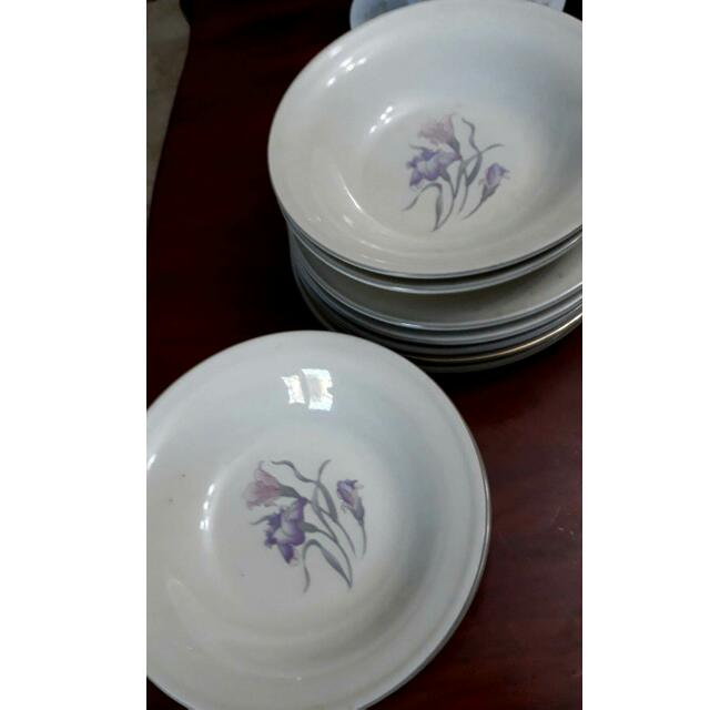 Stoneware Set Of 4 Soup Bowl And Salad Plates