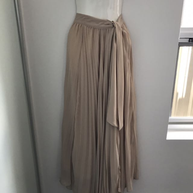 Stunning Pleated Skirt Size 6