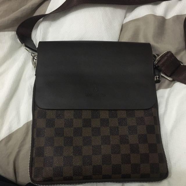 Unisex Louis Vuitton Sidebag