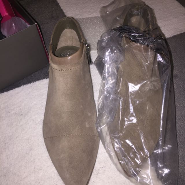 VINCE CAMUTO Booties/boots Suede Leather In Taupe/grey Size 8 Women's