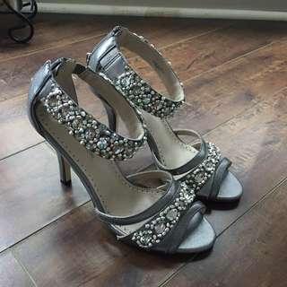 Brand New Adrienne Vittadini Silver Heels Size 7