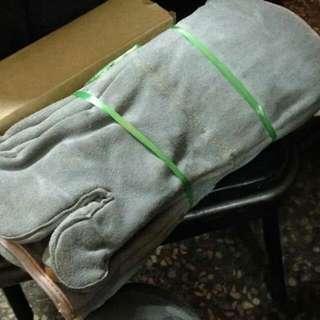 🚚 電焊專用手套1打12個,3打以上1雙特價79,3打以下原價150元,現在全部特价55元
