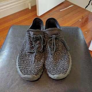 Fake Yeezy Sneakers