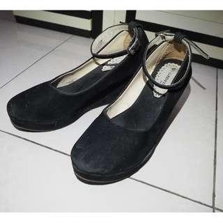 Black Platform Wedges / Sepatu