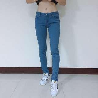 素色牛仔褲 M號