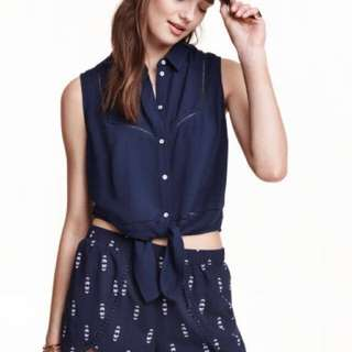 H&M Sleeveless Tie-Front Cropped Top