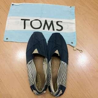 TOMS Original Size 42