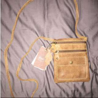 BNWT Roots Genuine Leather Small Side Bag