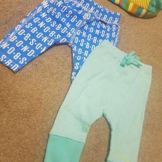 FREE POSTAGE 2x Baby Pants Size 000
