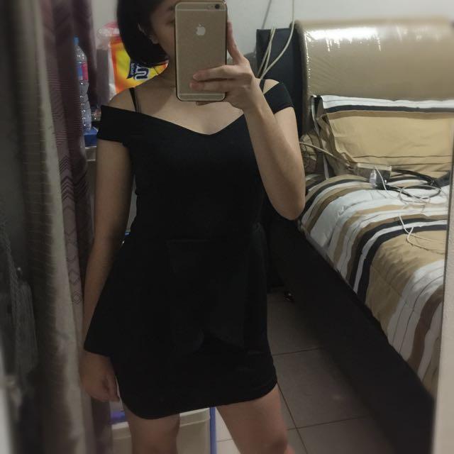 1 Set Black Sabrina