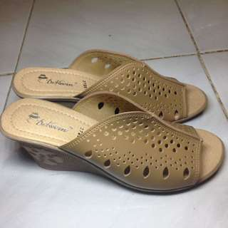 NEW - Sandal Wedges Dr. Kevin Size 40