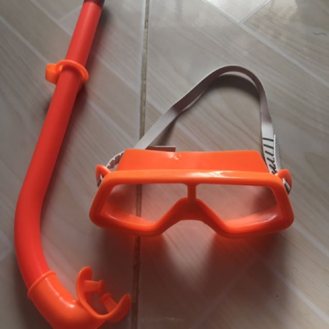 2 Goggles with Accesory