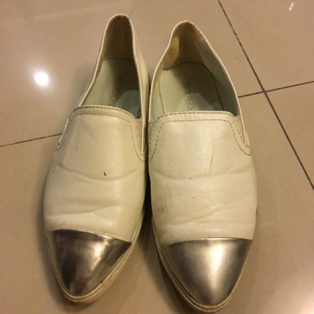 50% 50 percent 銀色尖頭白平底鞋 37號