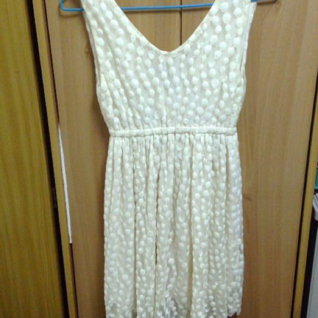 米白色連身洋裝
