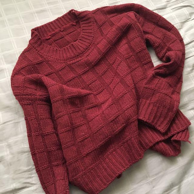 酒紅針織毛衣 只穿過一次 後面為開叉設計