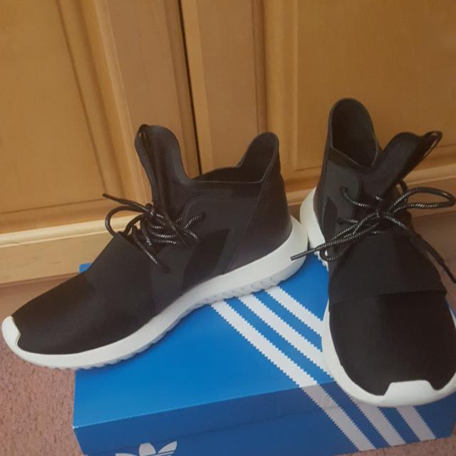 Adidas Tubular Defia Size 9