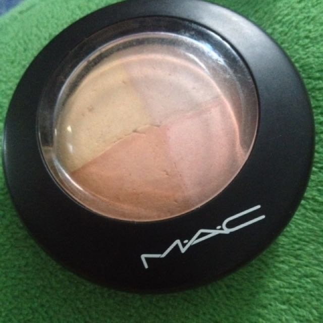 AUTHENTIC MAC MINERALIZED SKIN FINISH