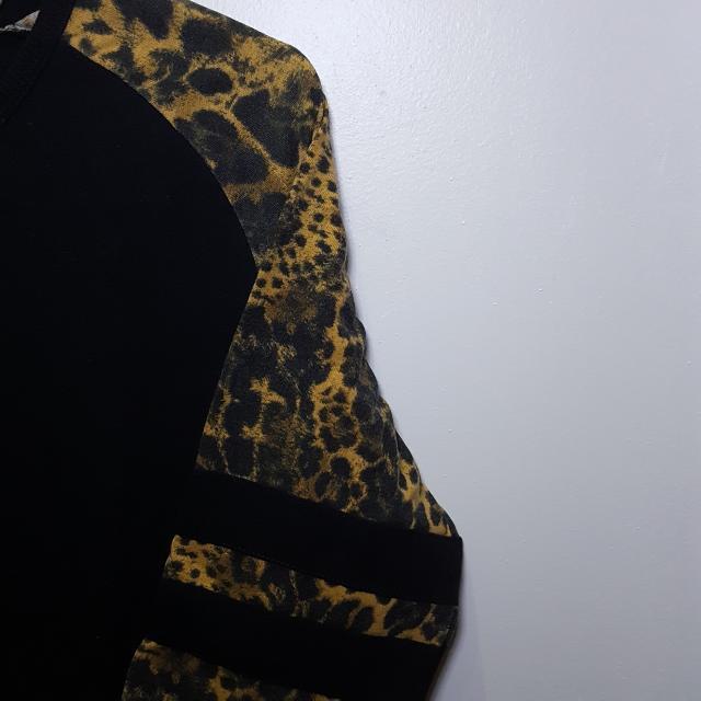 Baju Atasan Motif Harimau