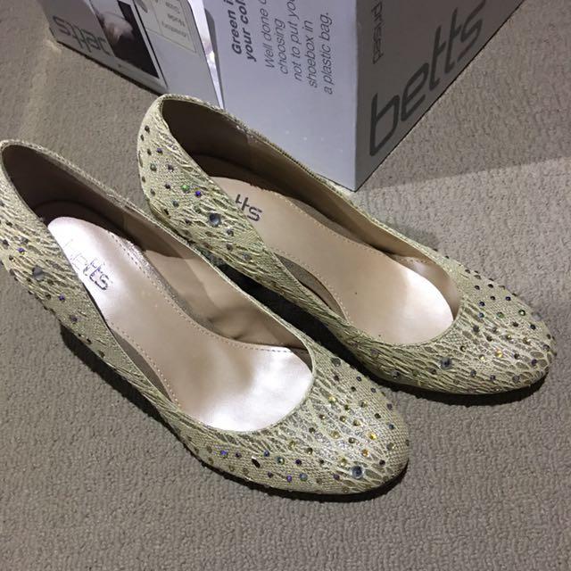 Betts Women's Shoes