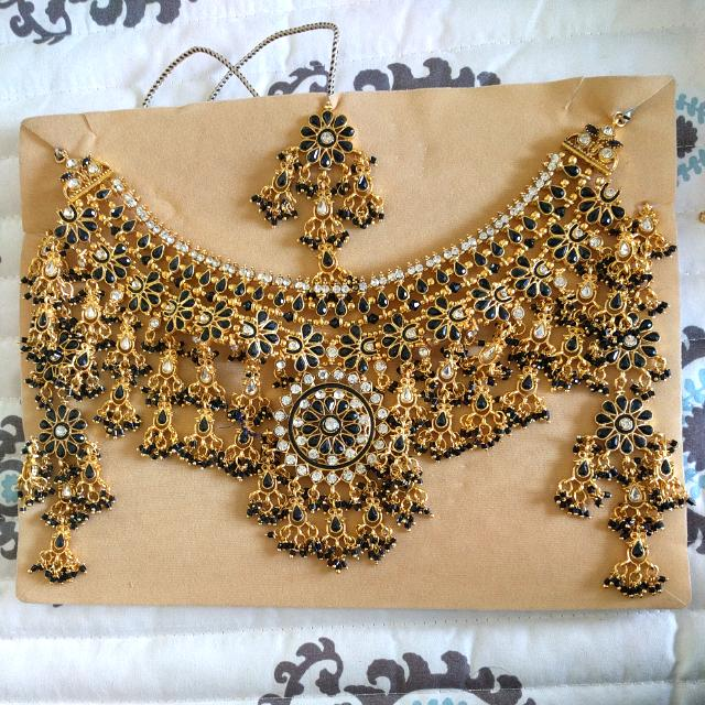 Heavy Black And Gold Indian Set