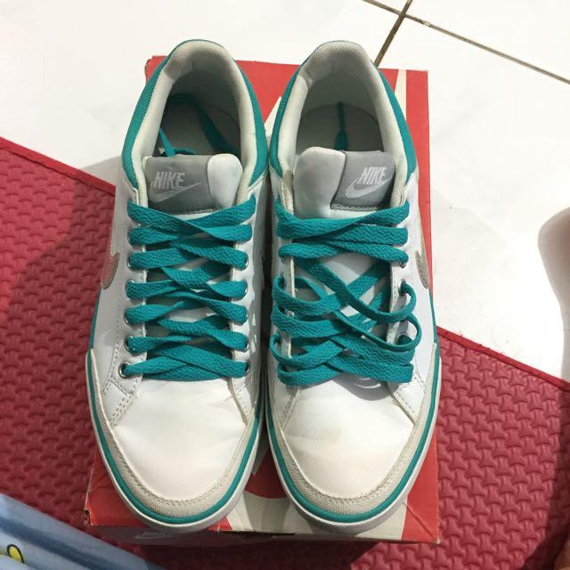 Sepatu Nike Capri III
