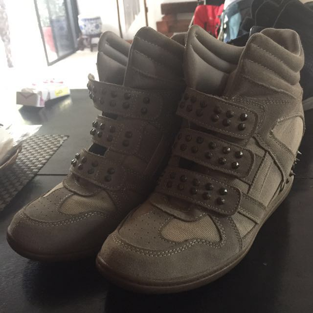 Skechers Heeled Boots ❗️Free Shipping ❗️