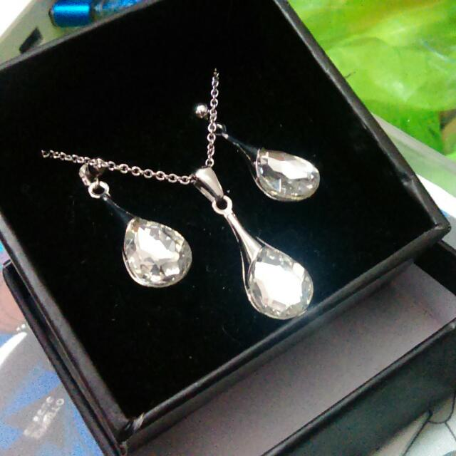Teardrop With Stone Necklace And Earrings Set (Silverworks)
