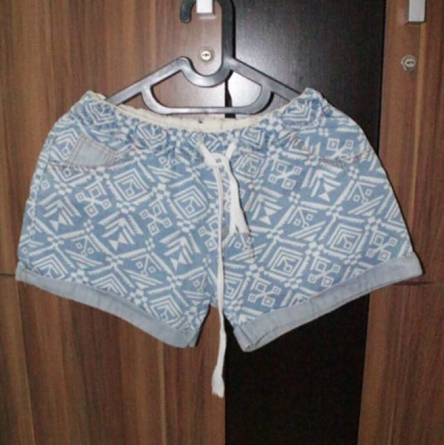 Tribal short jeans