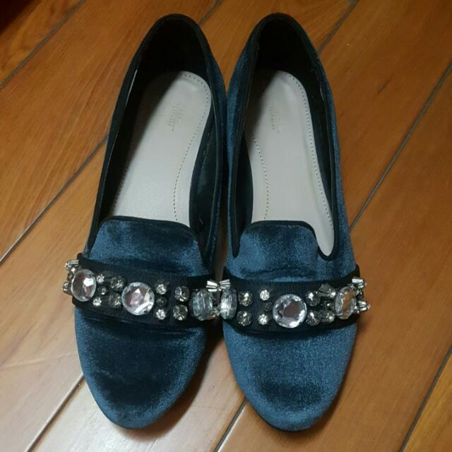 ZARA藍色絨面鑲鑽低跟鞋