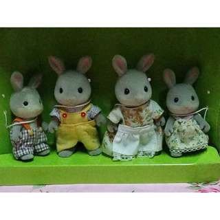 Sylvanian Families (Calico Critters) Cottontail Family with Box (Mall price P1000)