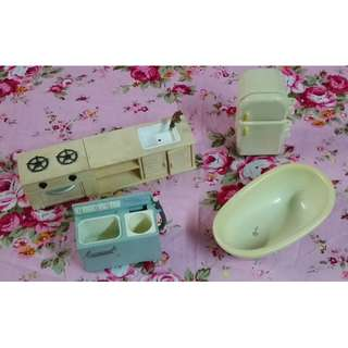 Sylvanian Families Kitchen and Bath Accessories (selling as lot) with Bakery Oven and Vintage Washer