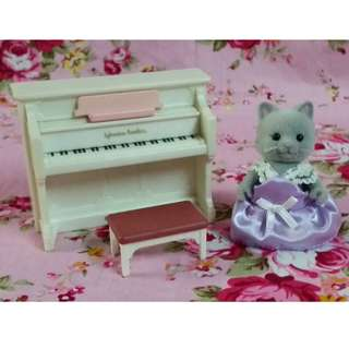 Sylvanian Families Piano with Critter Selling as Lot