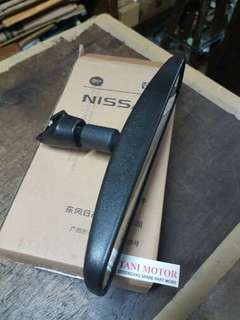Spion Tengah Dalam Nissan Genuine Part