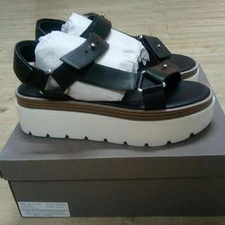 SOLD! Charles And Keith (Sandals) uk.39