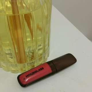 Hourglass lip gloss