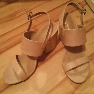 Size 6, Spurr Cream Heels