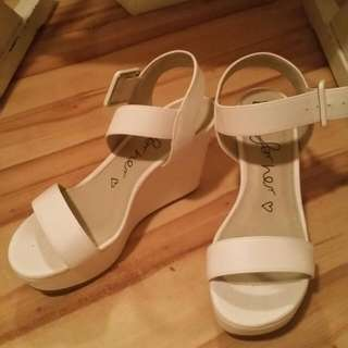 Size 6, Betts White Wedges