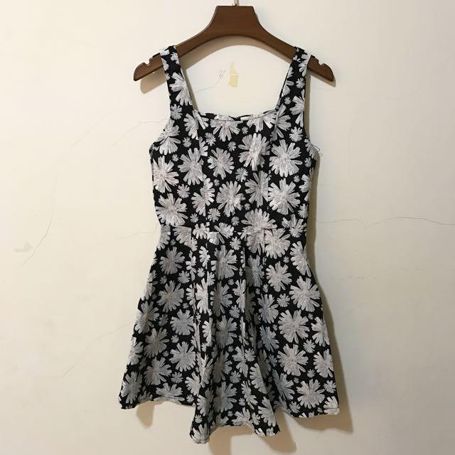 深藍花花洋裝